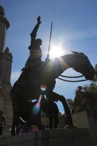 Памятник Дон Кихоту на площади Испании в Мадриде