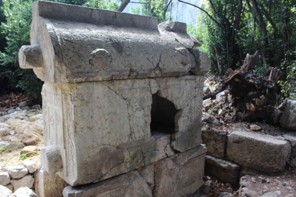 Саркофаги в Олимпосе